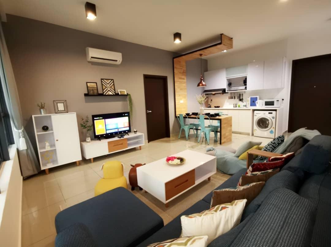 Comfort And Cozy 2BR 4 11PAX Deluxe Suite @Arte Plus