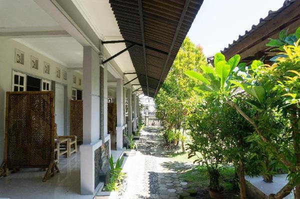 RedDoorz near Biomedika Hospital Lombok Lombok