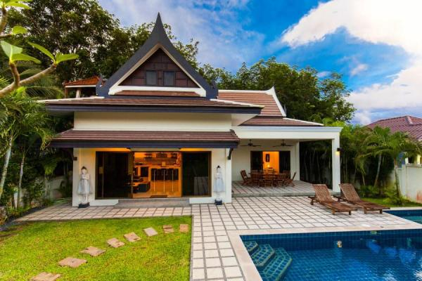 Authentic Private Elegant Villa with nice Pool Phuket