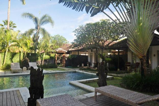 Canggu 11BR Villa with 2 Pools - Close to Beach