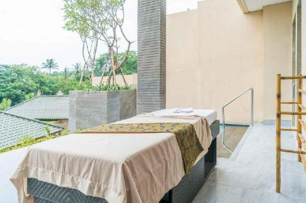 Stunning Views from Balcony &  Gorgeous Bed Set up