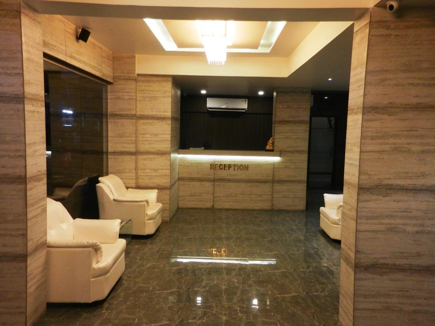 OYO 6829 Hotel Crown Inn