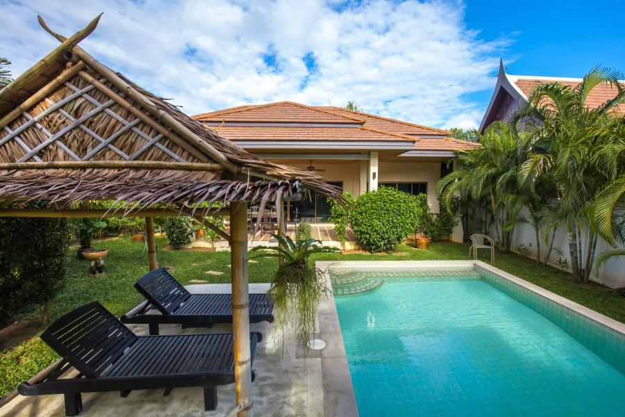 Pleasant and Peaceful Family Villa with Pool Pleasant and Peaceful Family Villa with Pool