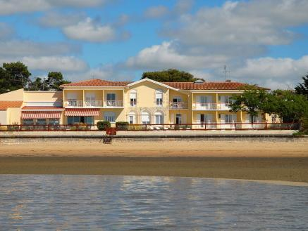 Hotel   Restaurant Le Grand Chalet