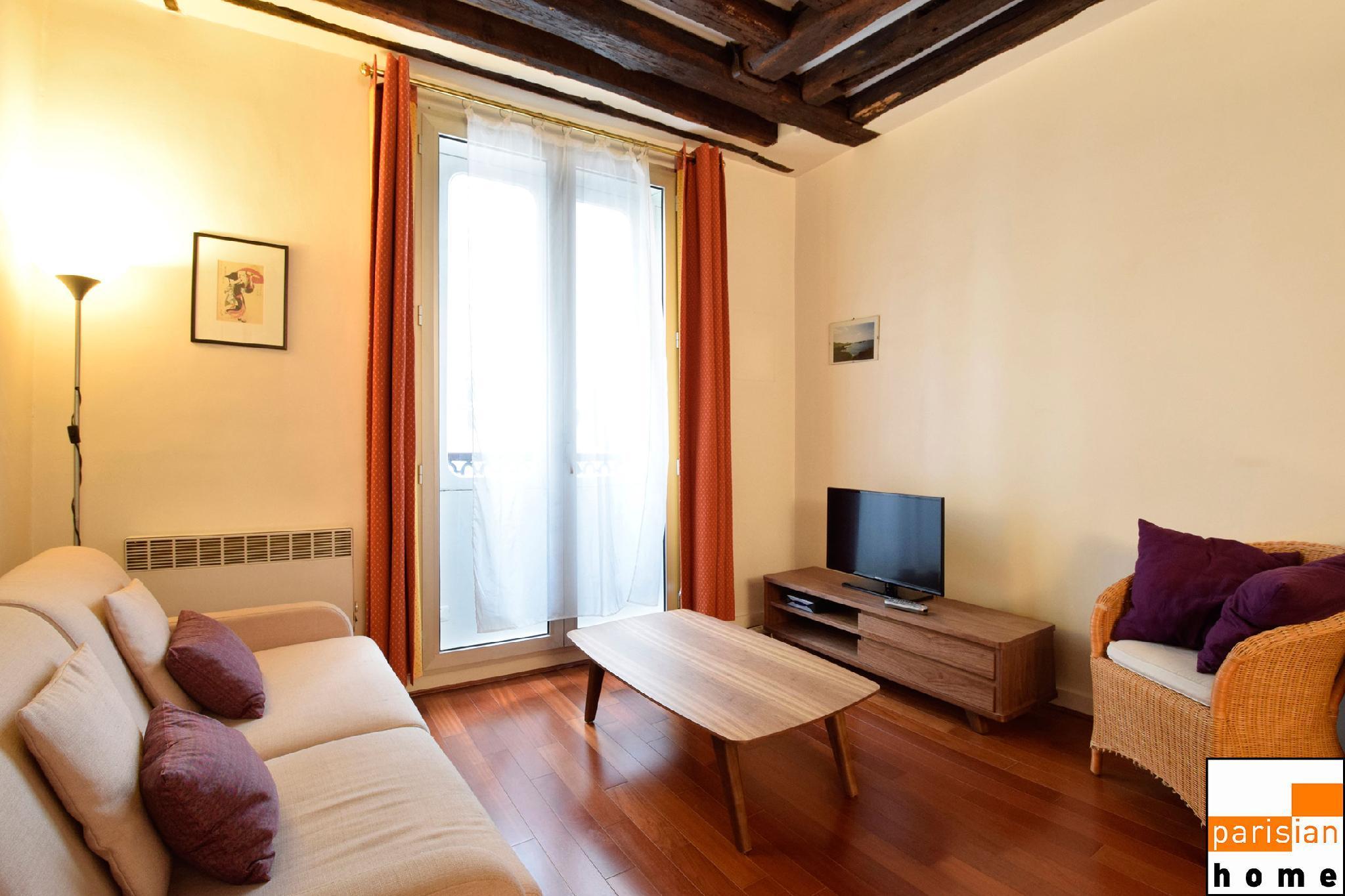 101093 - A large 2-room apartment on Rue Saint-Honoré, near Les Halles