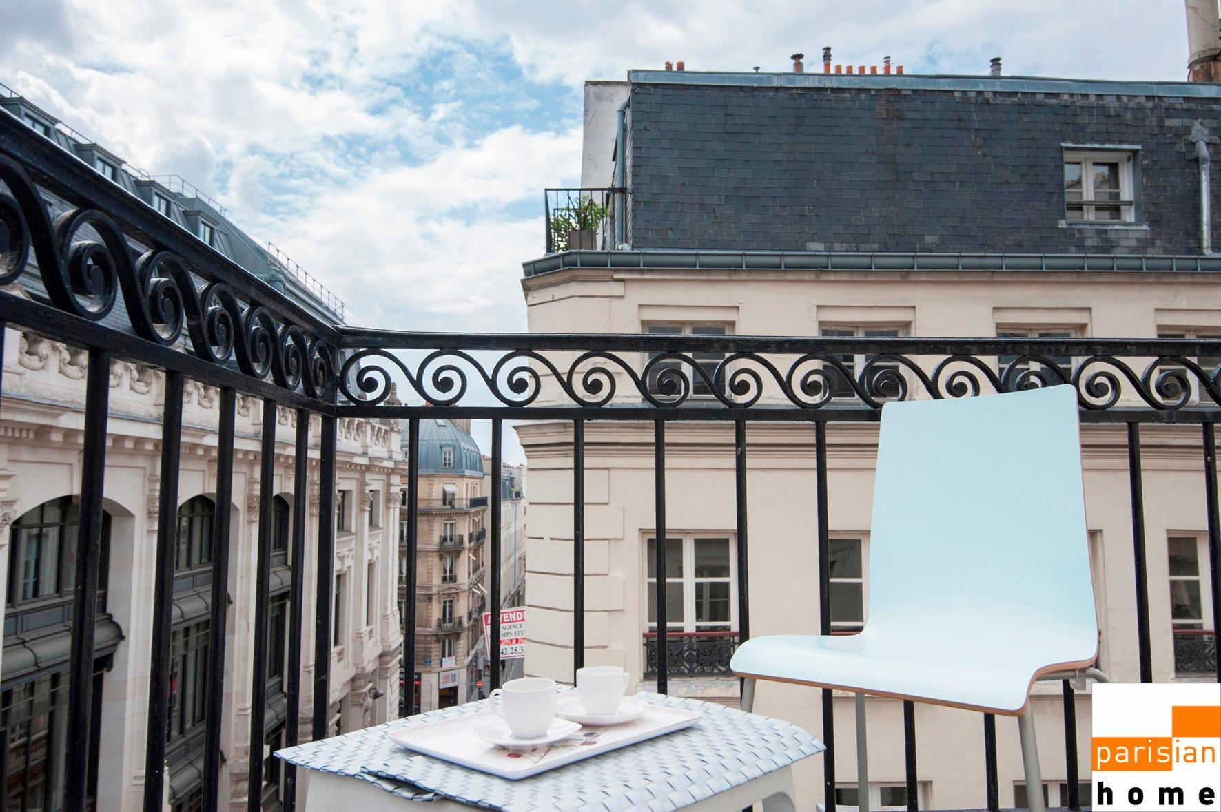 S02065 - Studio with a balcony for the 3 people, metro station Opéra