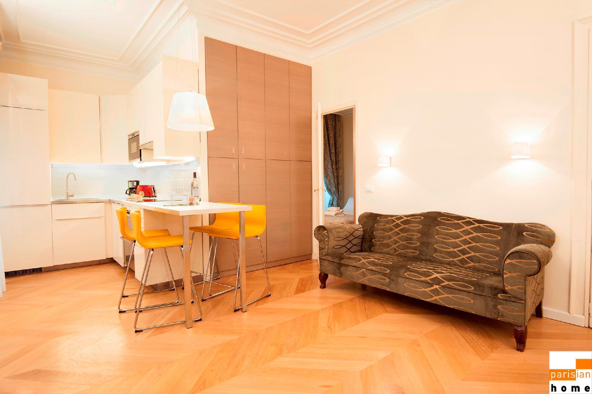 208014 - A prestigious 2-bedroom apartment, very close to the Champs Elysées