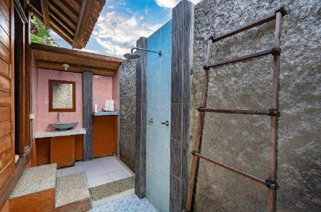 G LUna Huts (Deluxe Family Rooms)