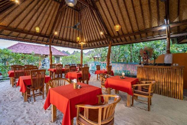 Karang Mas Villa (Superior Twin Hut Bungalow)
