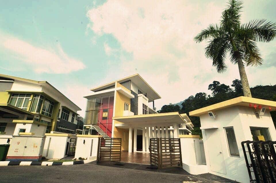 Rafflesia Villa (5 rooms 18 pax)