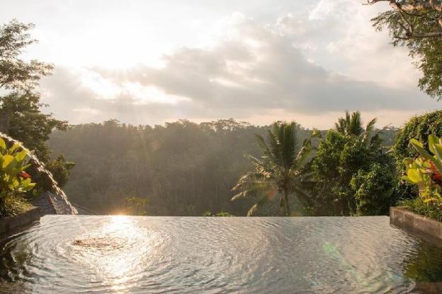 Villa + Pool + Hot Tub + Mountain View @Ubud