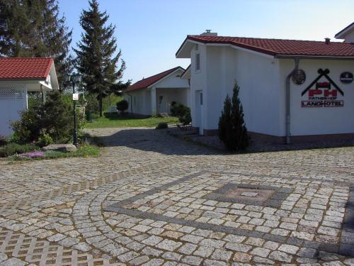 Landhotel Pathes Hof Das Garni Landhotel Zwischen Ostseestrand Und Binnenland