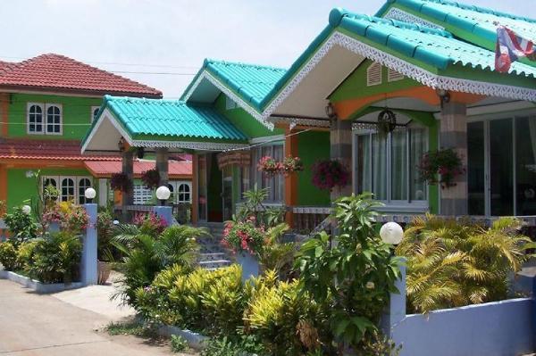 OYO 922 Thammachart Resort Kaosrichang Chonburi