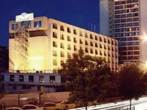宏伟的宫殿酒店 (Grand Palace Hotel)