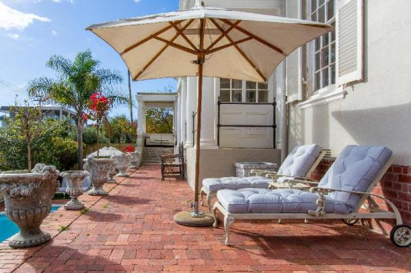 Rhondas Manor Guest House Cape Town