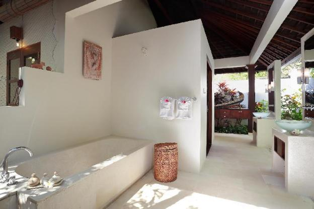 Three BR Family Villa with Private Pool -Breakfast
