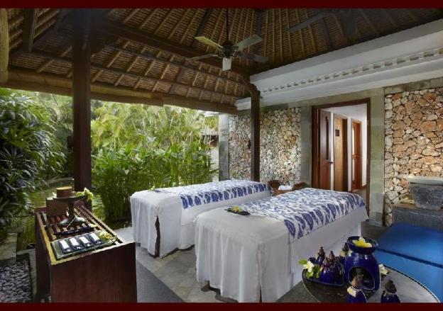 Luxury villa with fresh garden - Breakfast