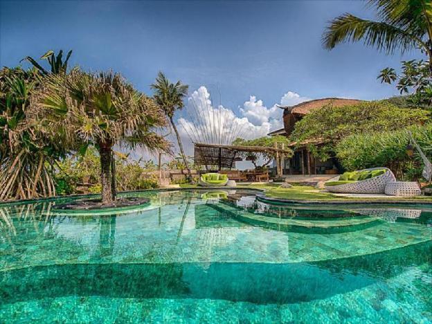One BR beachfront+Private pool-Breakfast SVC