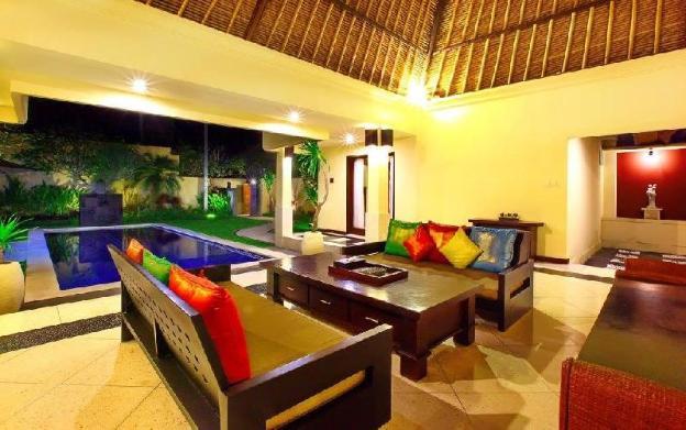 FourBR Private Pool Villa with Balcony - Breakfast