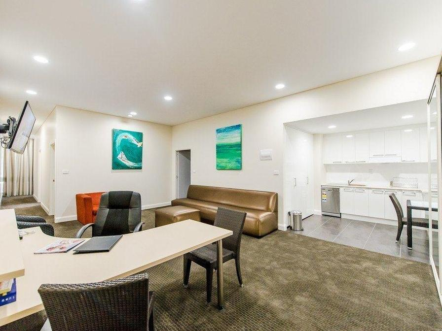 Discount Belconnen Way Hotel & Serviced Apartments