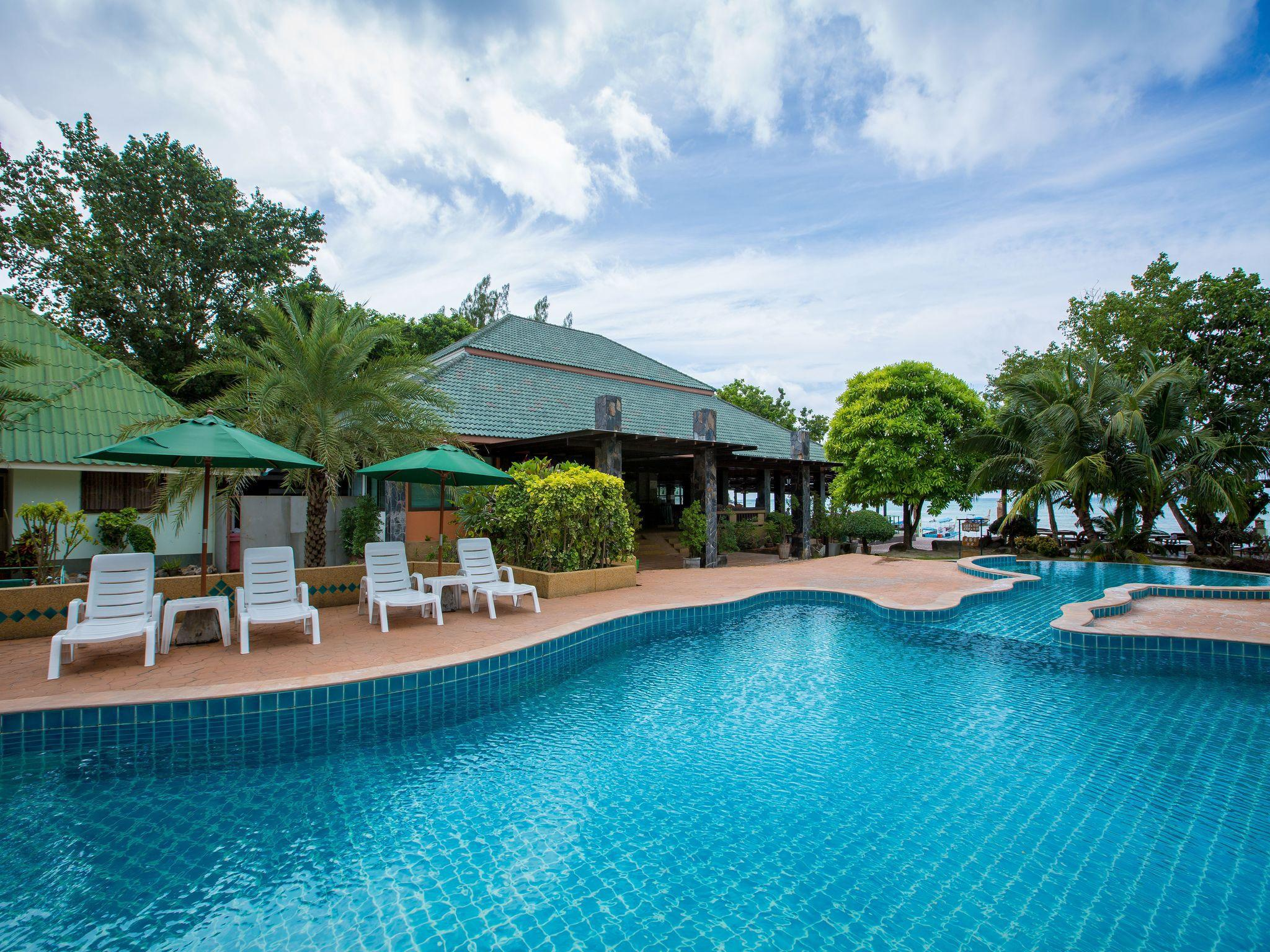 Phi Phi Andaman Beach Resort พี พี อันดามัน บีช รีสอร์ต