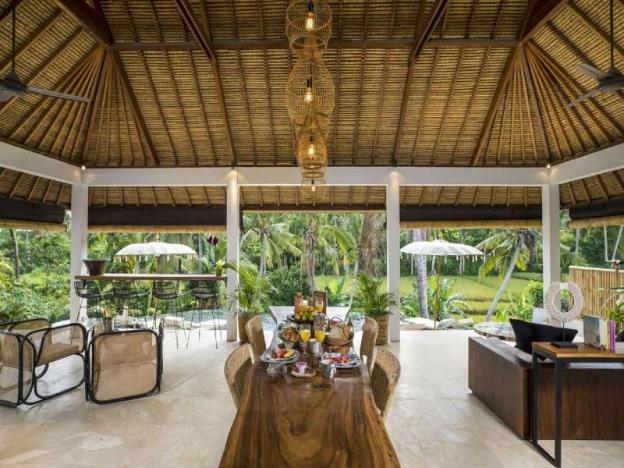 Luxury Deluxe Suite - Breakfast