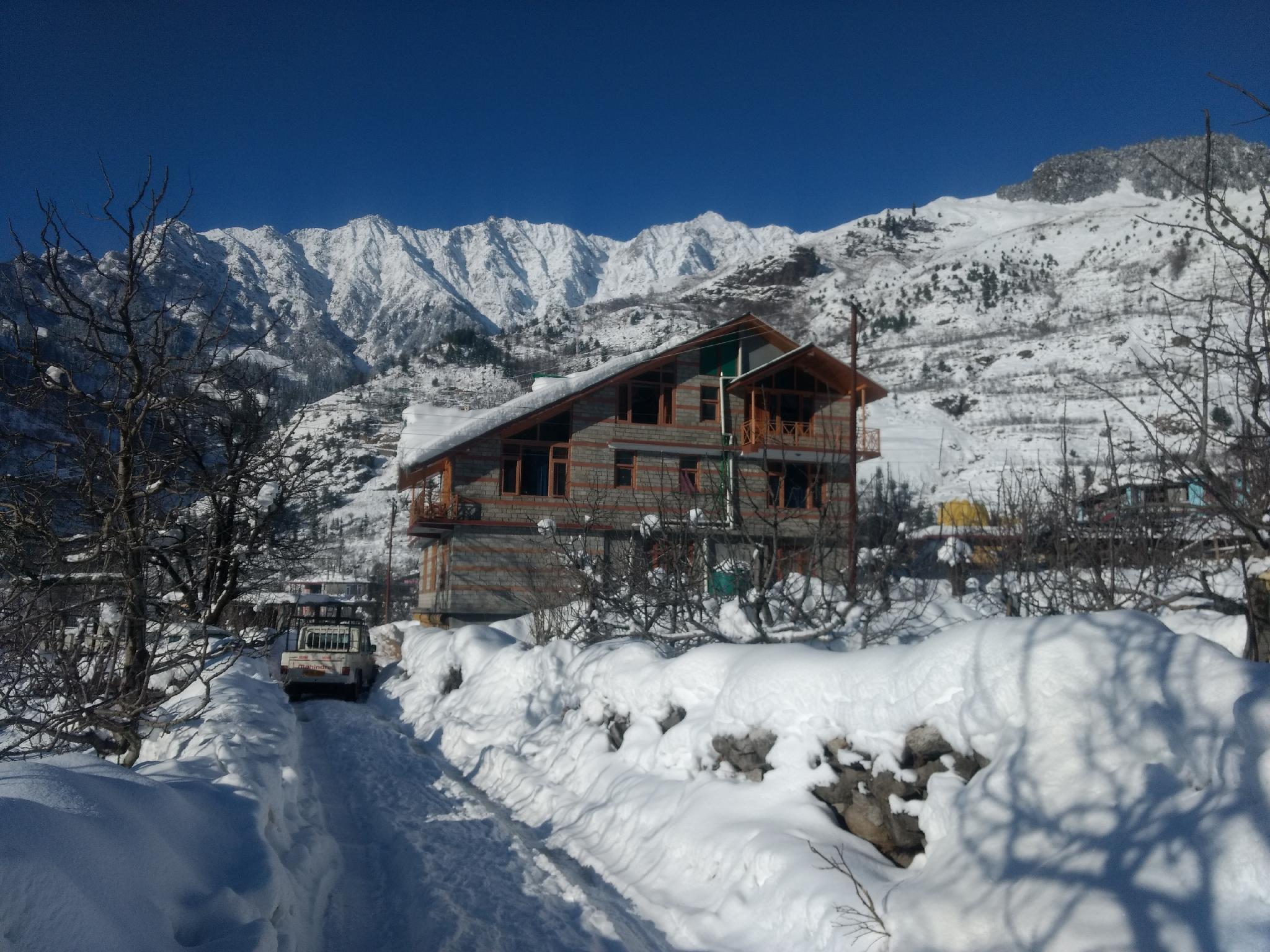 Peak And Snow Cottage