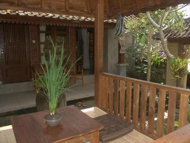Lush Tropical Garden 3 BR Private Pool + Breakfast