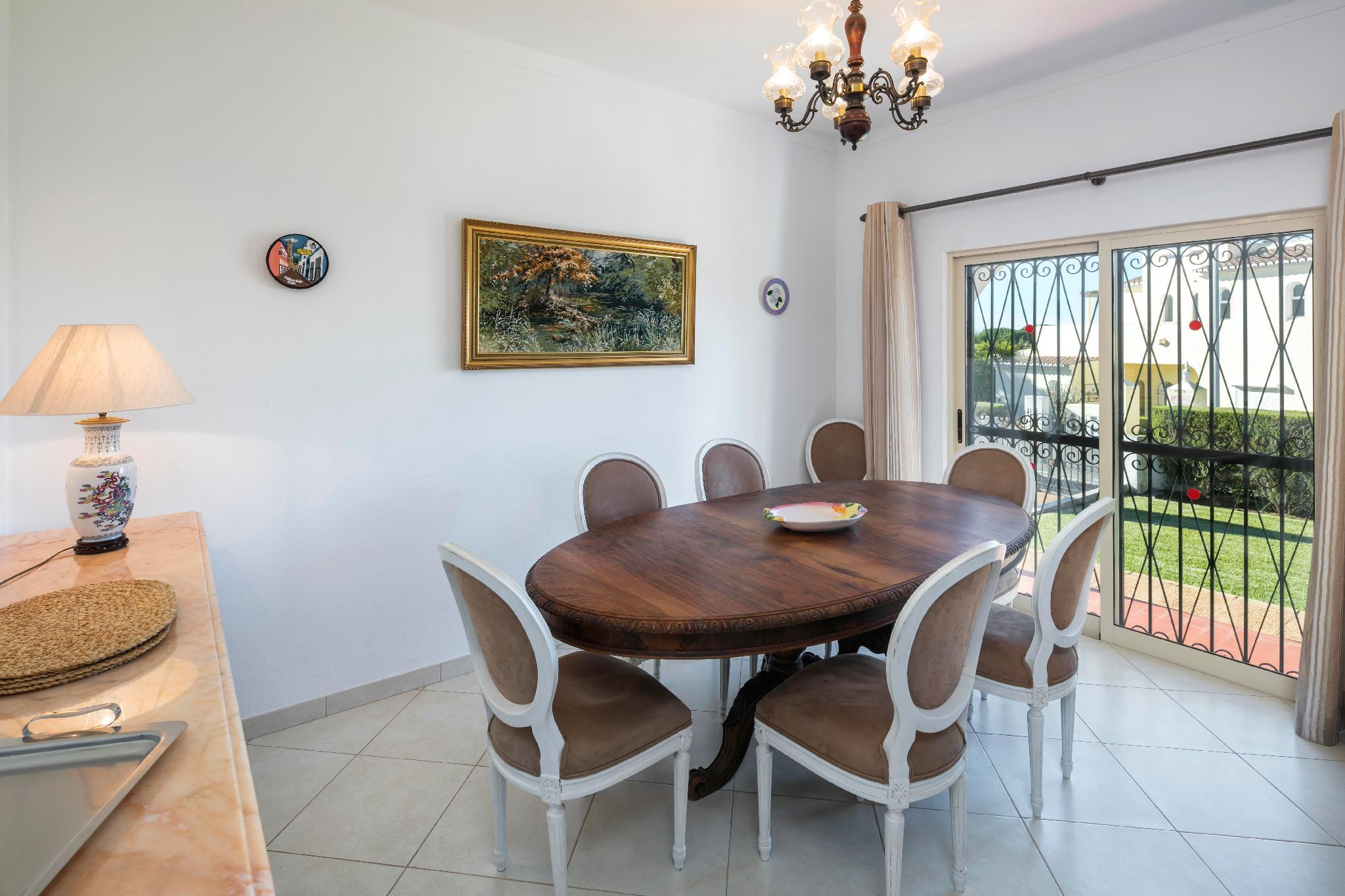 Casa Mestre, Vilamoura 3 bedroom villa with private d pool Air Con Free Wifi