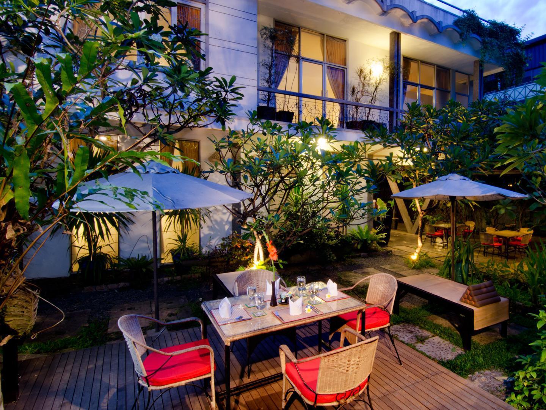 Frangipani Villa 90s Hotel