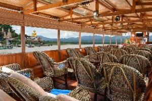 Over Gin's Mekong Cruises - Golden Triangle to Luang Prabang (Gin's Mekong Cruises - Golden Triangle to Luang Prabang)