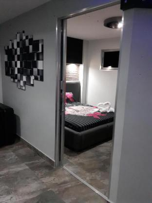picture 5 of Micky Santoro- Apartments