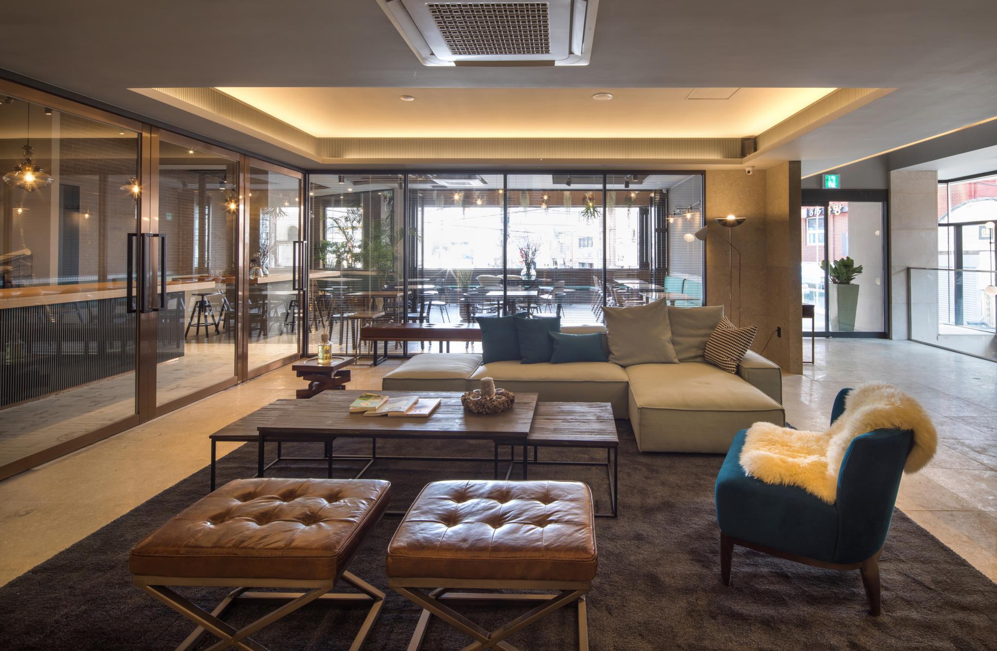 BAYHOUND HOTEL