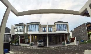 Padma Laguna Guest House