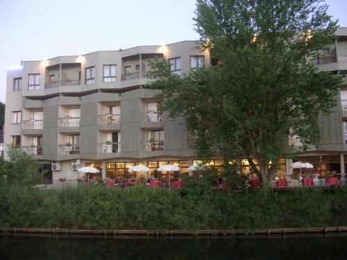 Hotel Restaurant La Chartreuse Logis De France