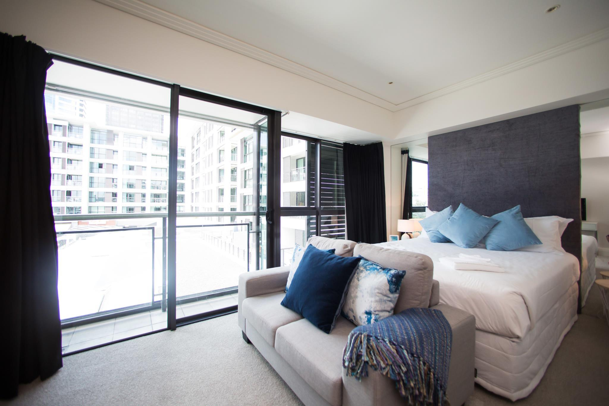 Trendy Waterfront Apartment In The Viaduct