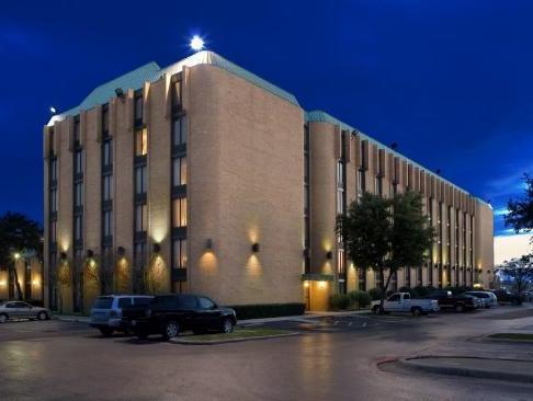 Dallas Tx La Quinta Inn Farmers Branch Hotel In United