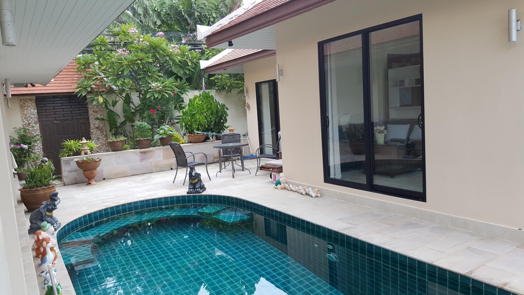 Baan Sanom Beach Bungalow