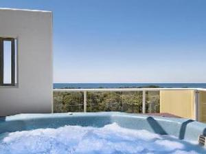 Seachange Coolum Beach Hotel