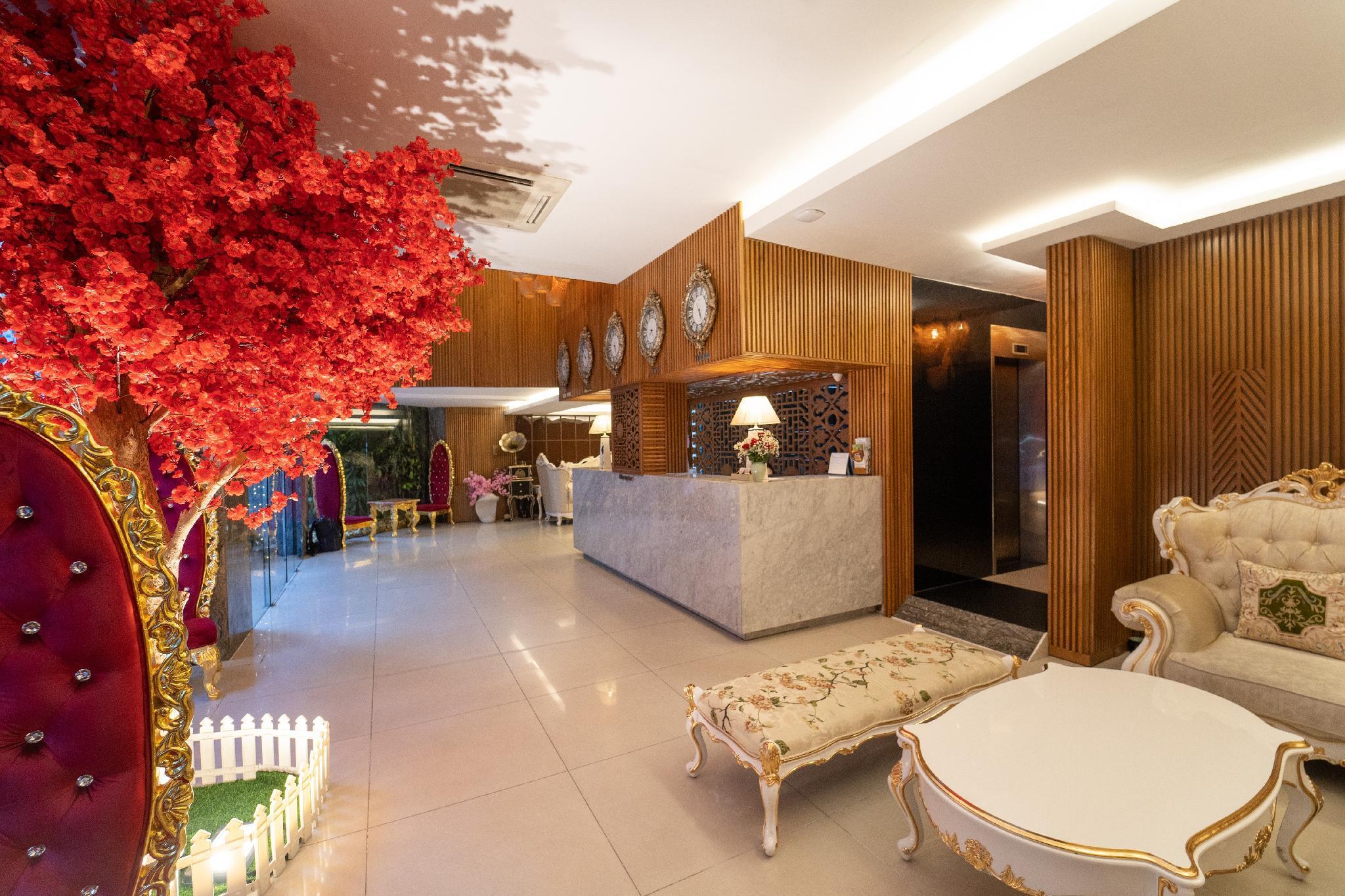 The White Hotel 8A Thai Van Lung
