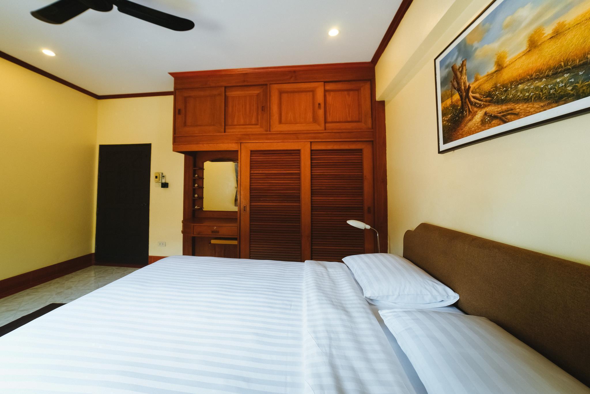 5 Bedrooms Pool Villa Behind Phuket Zoo