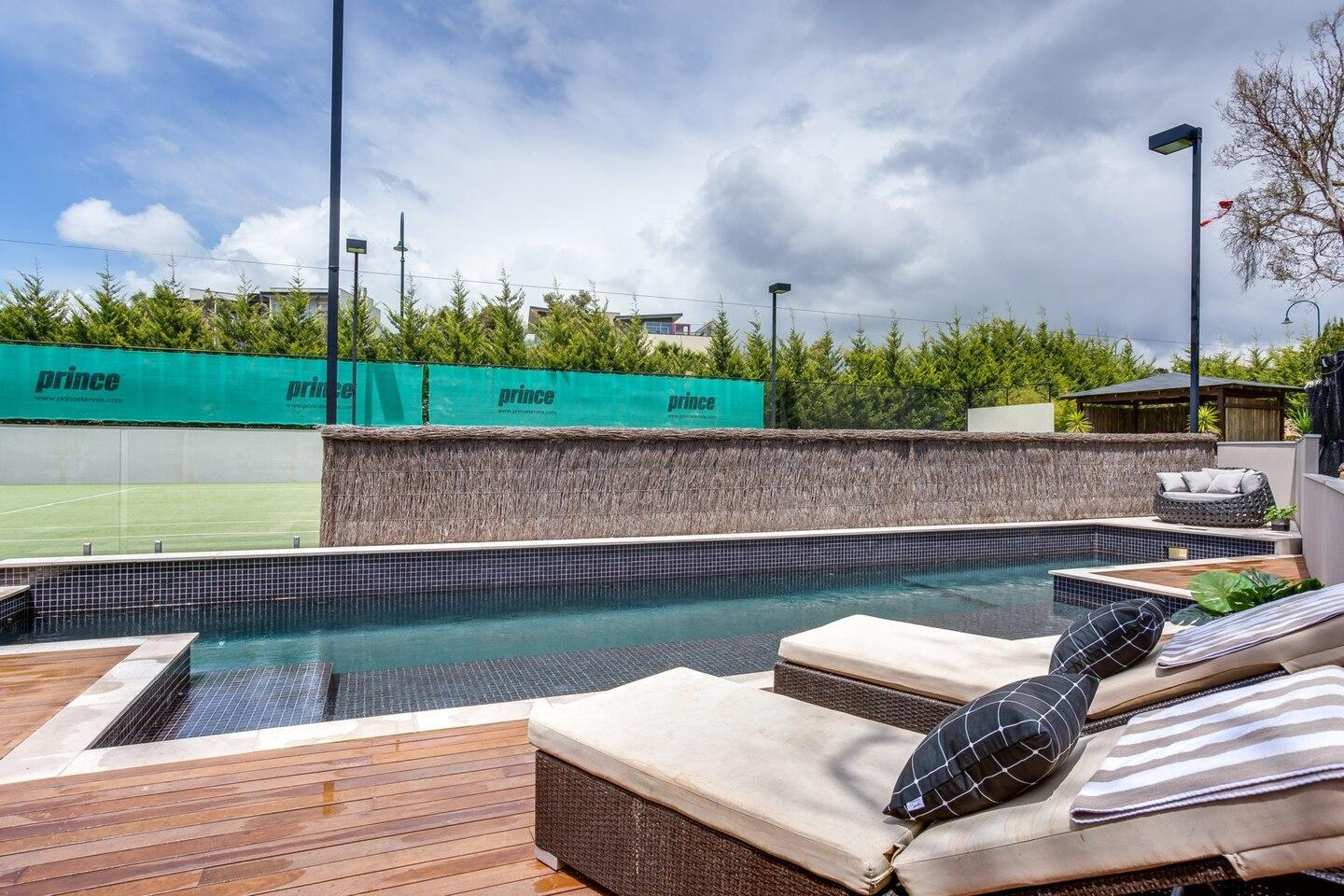 Kalina Retreat: resort style tennis & pool