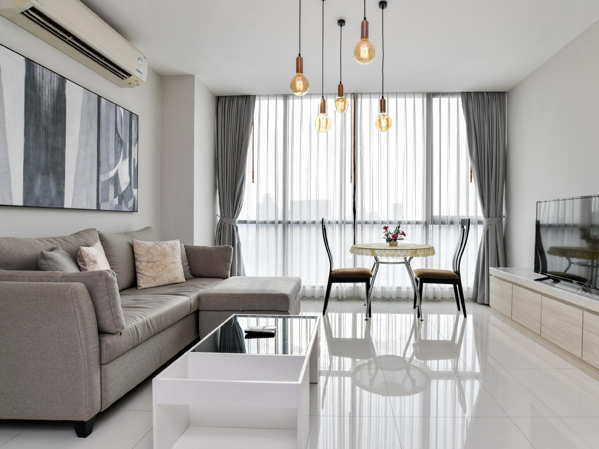 Modern Apartment With Many Amenities