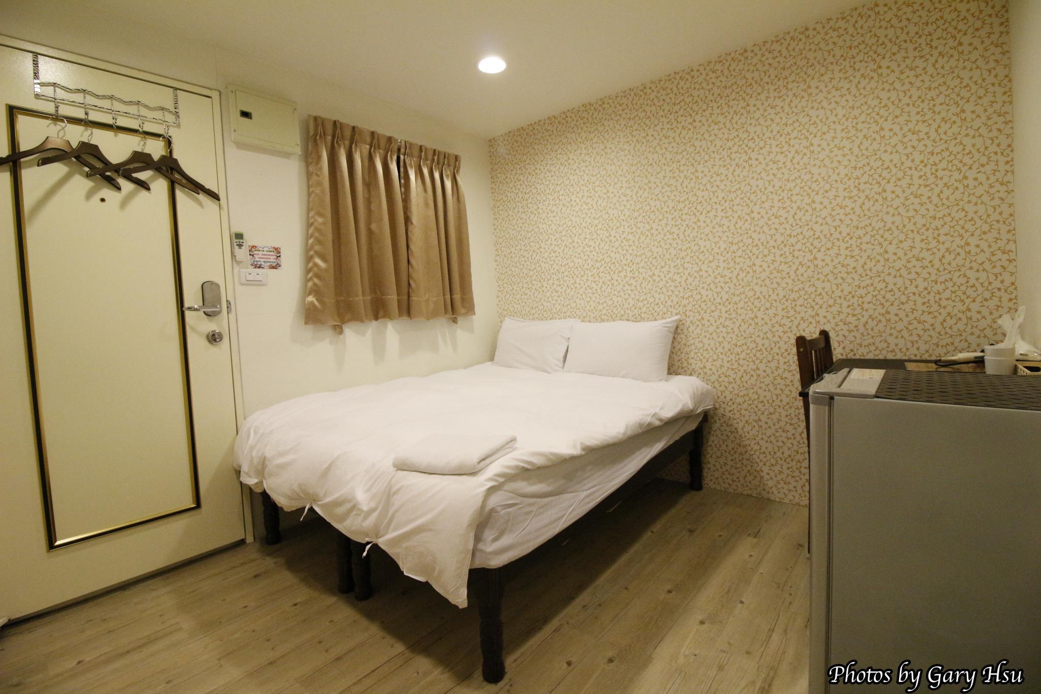 Fengjia Happy Play Hostel Standard Double Room3