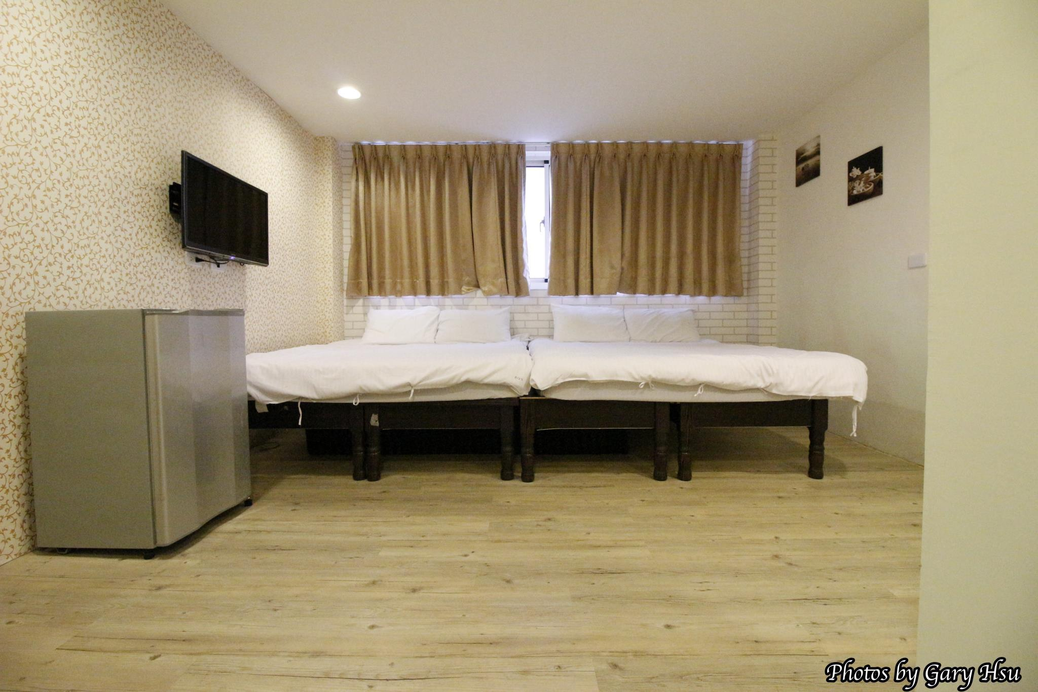 Fengjia Happy Play Hostel Standard 4 Pax Room1