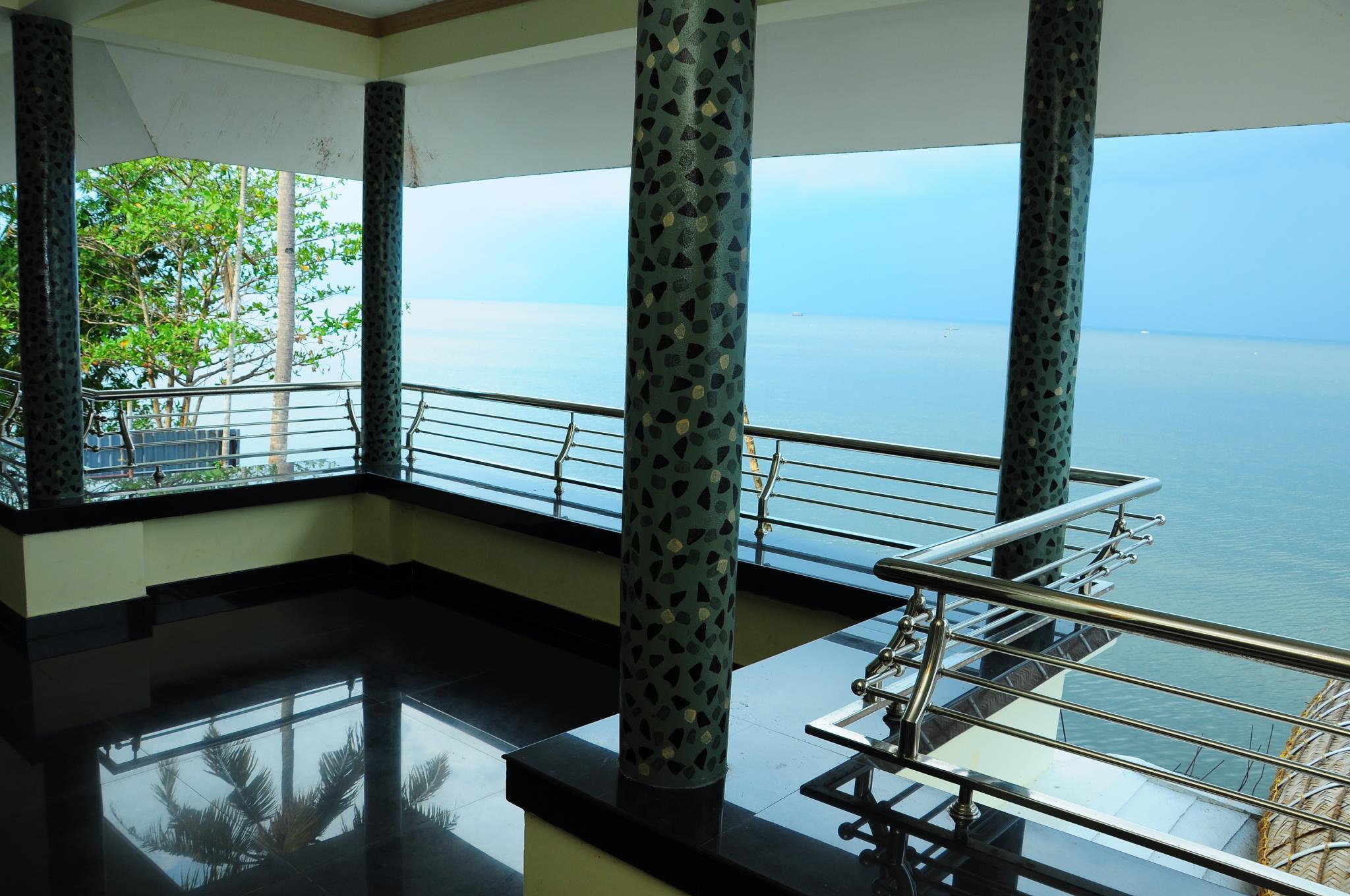 Price Cosy Lake Villa