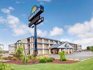 Days Inn Oklahoma City Moore