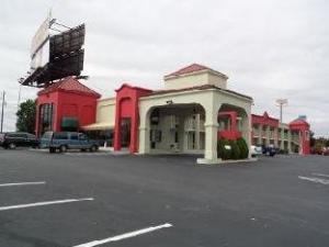 Super 8 McDonough Hotel