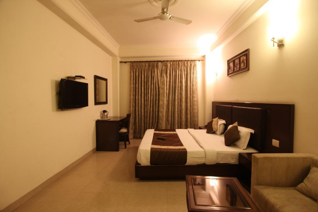 Reviews HOTEL FLY ROOMS