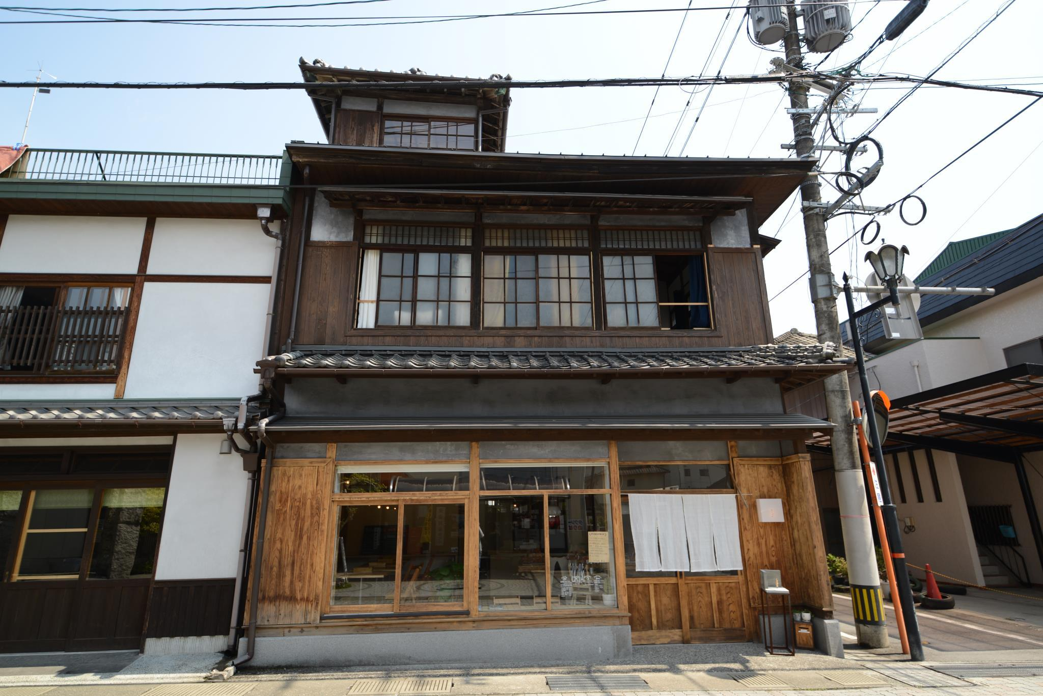TAKETA Station Hostel Cue